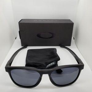Oakley matte black